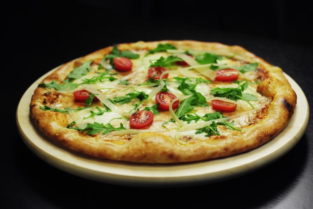 Akcia: 2 x Pizza (33cm) + 1 x Pizza (33cm) za 1,59€